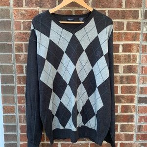 IZOD Gray Argyle V Neck Sweater Sz XL